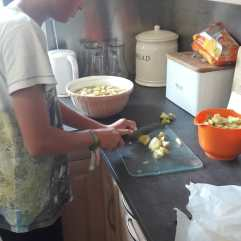 Apfel werden geschnitten (Anton hat geholfen)
