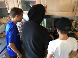 Die Kochgruppe bei der Arbeit